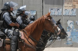 mounted-soldiers-cops-police-horse-armor